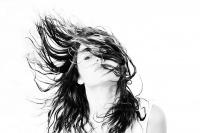 2015-06-24_portrait-modele-meg-cheveux-herbe_DSC0623
